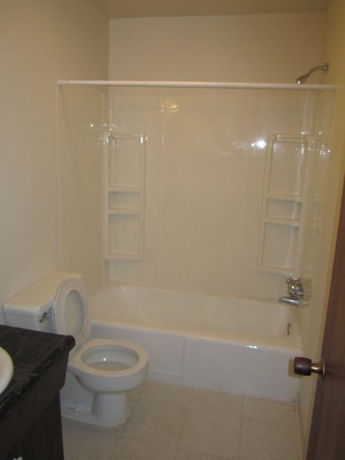 Bedroom 2 Bathroom Tub