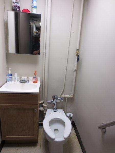 9 - Bathroom (2)
