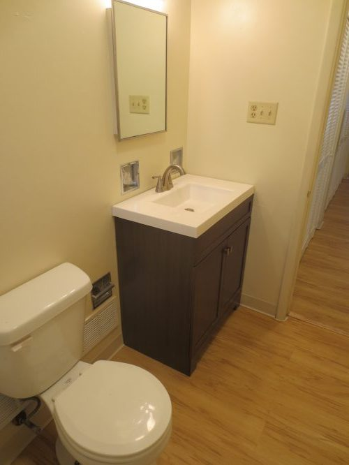 6 - Bathroom (2)