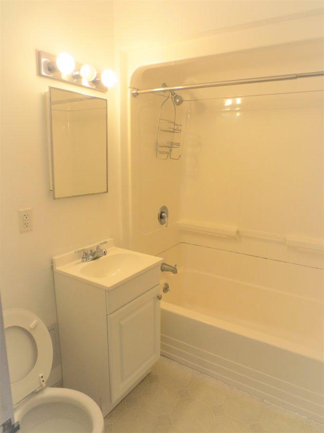 6 - Bathroom (2)